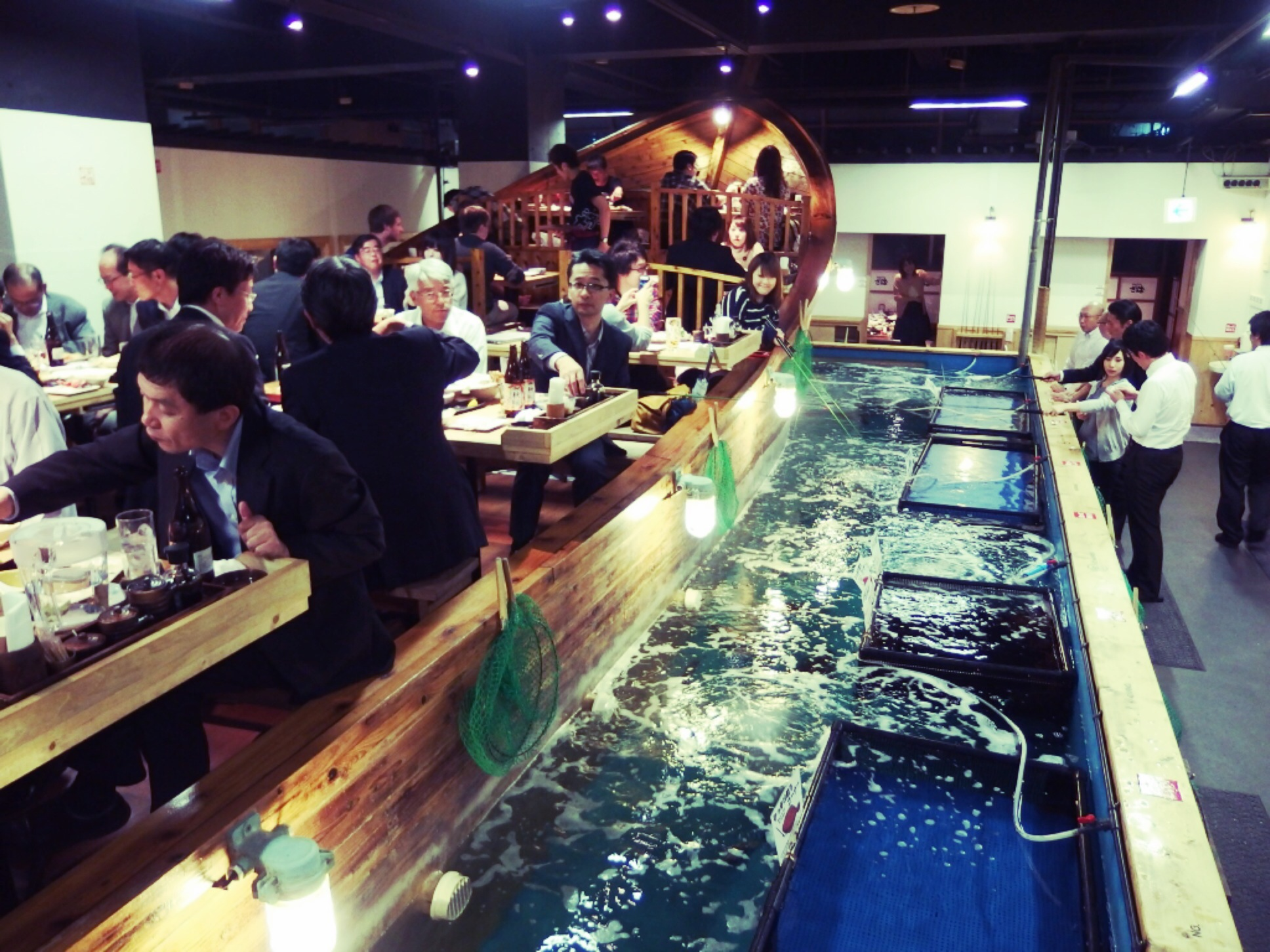 10 offbeat things to do in tokyo elisuper offbeat travel for Zauo fishing restaurant